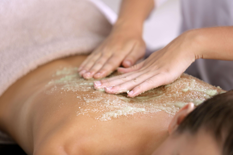 masaje corporal pollito blanco